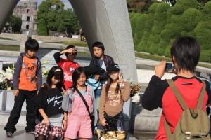 kids taking pictures at hiroshima